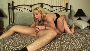 Nice amateur licks big cock and swallow