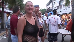 Amateur flashing in the street