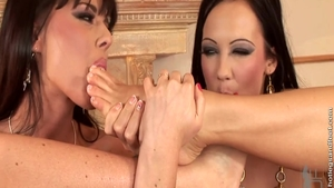 Horny Simony Diamond and big ass Regina Moon pussy fuck