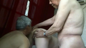 Homemade threesome along with saggy tits asian amateur