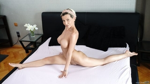 Big ass Subil Arch reverse cowgirl