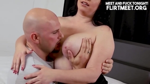 Hottest pawg gets a buzz out of cumshot