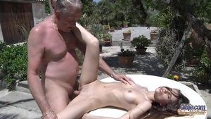 Hardcore hard nailining escorted by shaved amateur