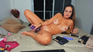 Hot and big butt latina amateur pussy fucking solo