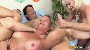 American swinger really enjoys group sex in HD