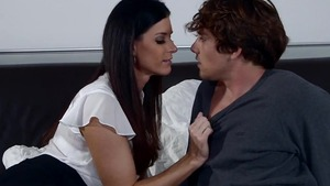 Young India Summer does what shes told