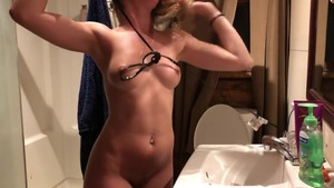 Big butt female voyeur sexy dancing in the bed